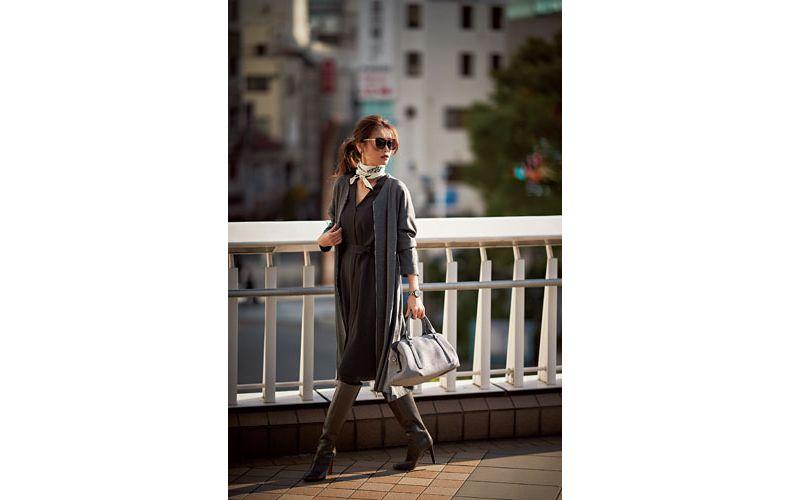 【3】黒ワンピース×グレーコート