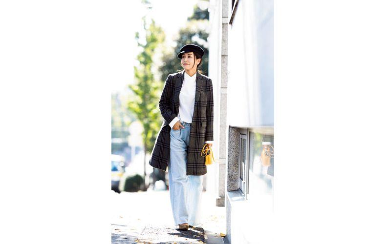【9】チェック柄コート×白シャツ×デニムパンツ