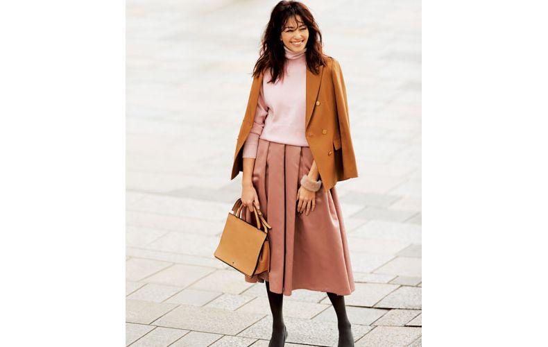 【1】ピンクのフレアスカート×キャメルのジャケット