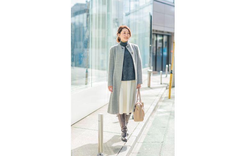 【6】グレーのコート×ニット×フレアスカート