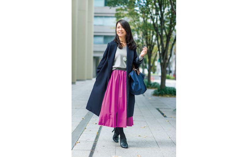 【5】ネイビーのコート×ロングスカート