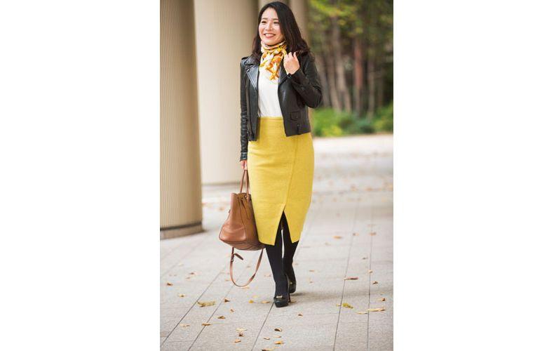 【3】ライダースジャケット×イエローのタイトスカート