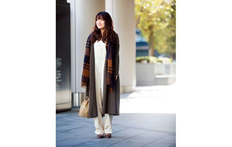 【2】ブラウンニットコート×白コーデュロイサロペット