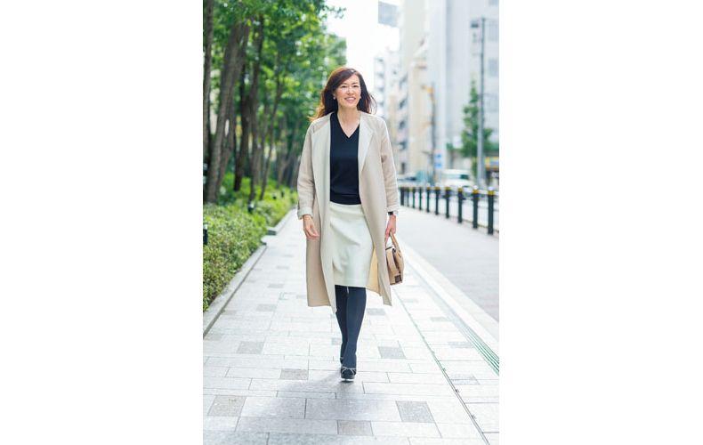 【4】Vネックニット×ひざ丈タイトスカート