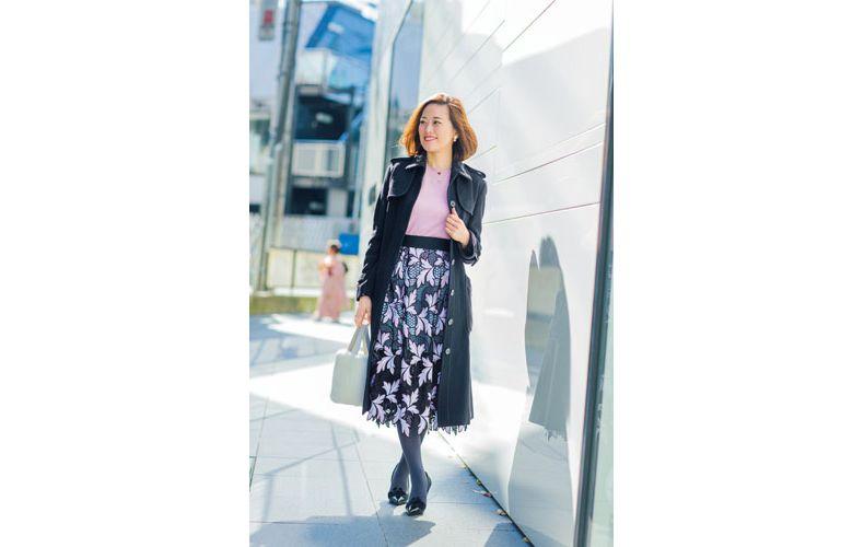【4】レースロングスカート×黒トレンチコート
