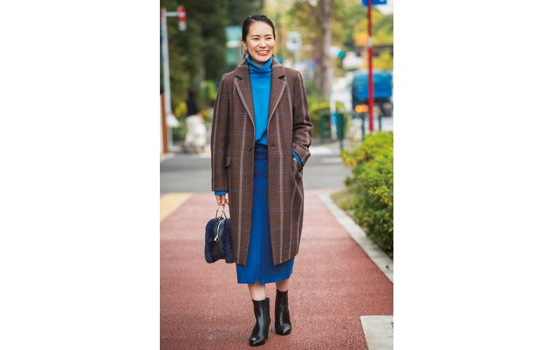 【1】チェック柄コート×ブルーニット×ブルースカート