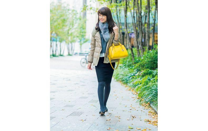 【1】グレーニット×黒タイトスカート×グレーダウンジャケット