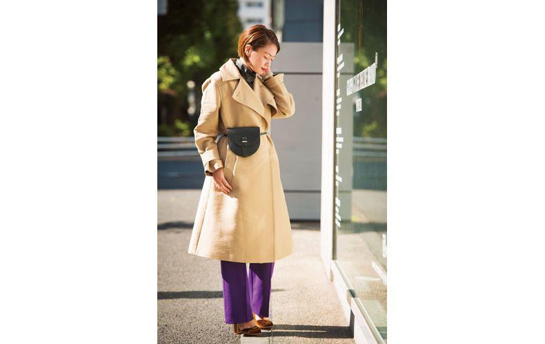 【4】ベージュコート×紫パンツ