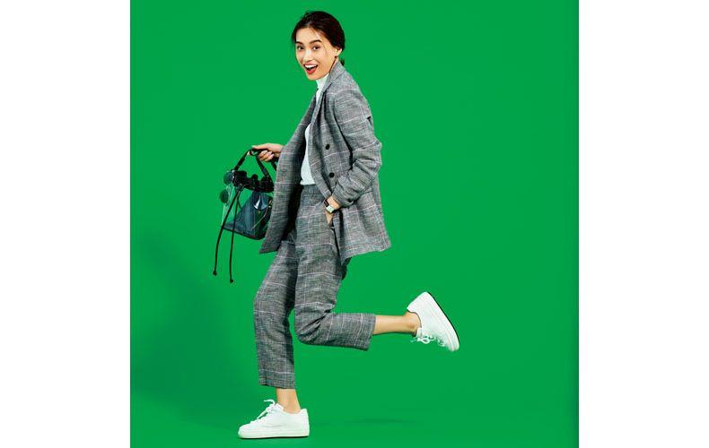 【9】グレンチェックのパンツスーツ×白カットソー