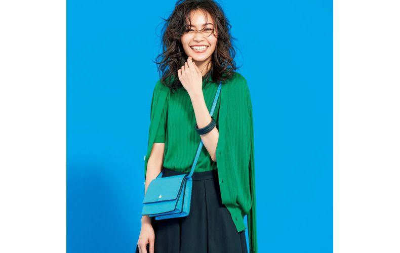 【3】緑ニット×黒スカート×緑カーディガン
