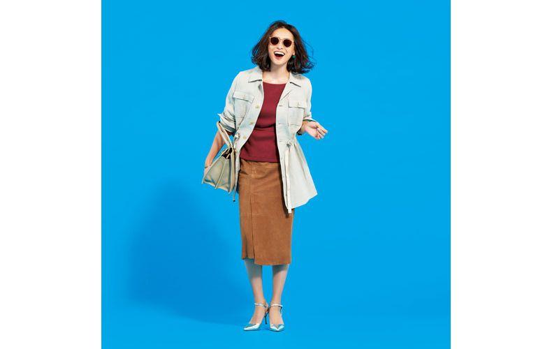 【9】赤カットソー×キャメルタイトスカート×ベージュジャケット