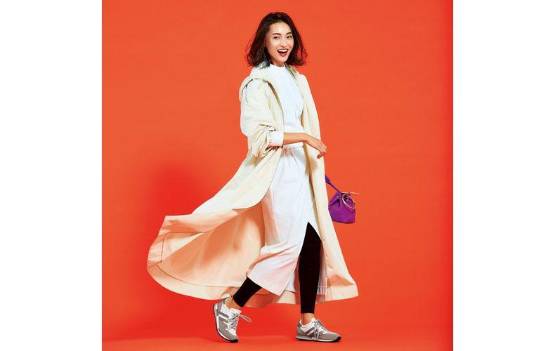 【1】白ロングコート×白スエット×レギンス×白タイトスカート