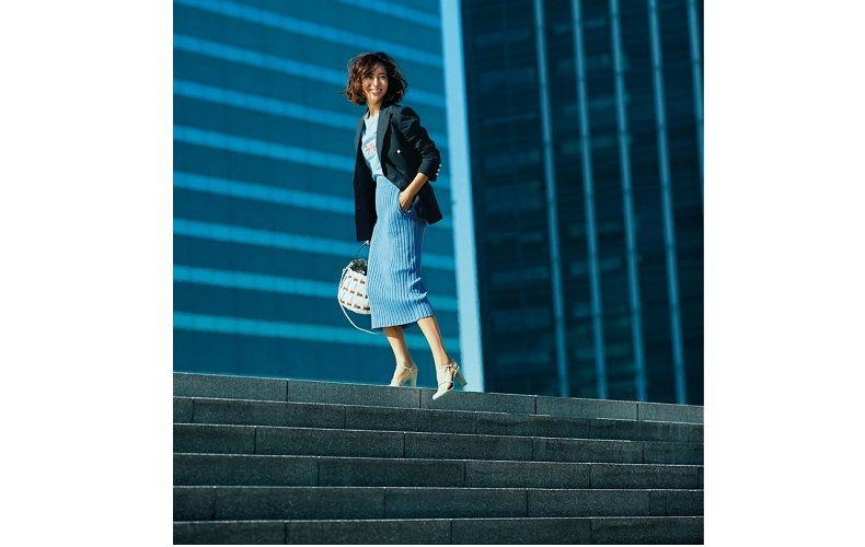【3】カットソー×ミモレ丈のタイトスカートのブルーコーデ