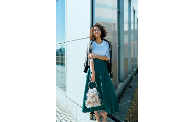【6】グリーンのロングスカート×レザーブルゾン