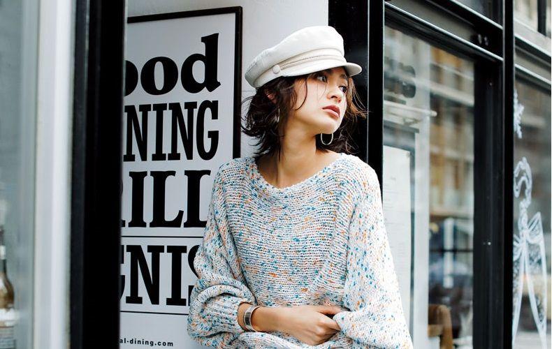 25688e794de0a レディース帽子コーディネートを大特集!日差しが強くなる春夏におすすめの帽子コーデや、防寒対策にも役立つ秋冬の帽子コーデをご紹介します。