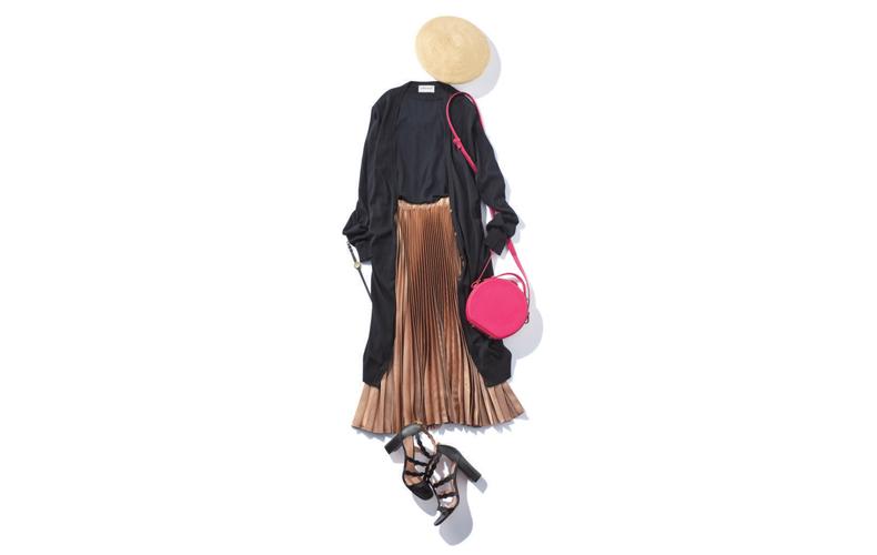 【2】黒ニット×黒ロングカーディガン×ベージュプリーツスカート