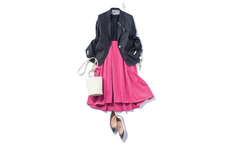 【8】黒ジャケット×黒ニット×濃いピンクスカート