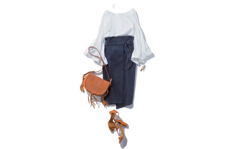 【2】ネイビータイトスカート×白ブラウス