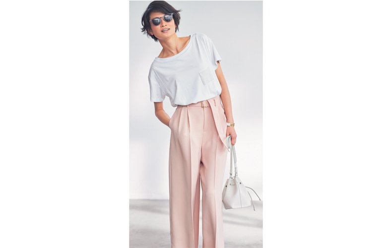 【5】白Tシャツ×ピンクワイドパンツ