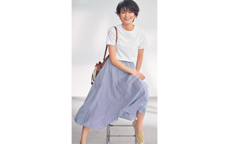 【8】白Tシャツ×ストライプフレアスカート