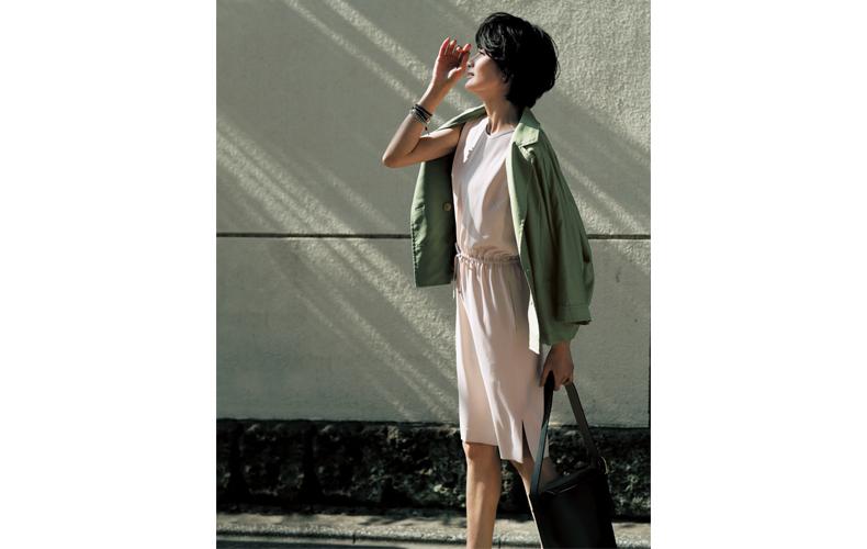 【6】ピンクワンピース×カーキジャケット