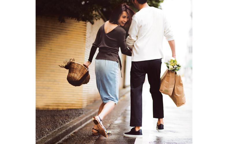 【4】茶ニット×水色デニムスカートのデートコーデ