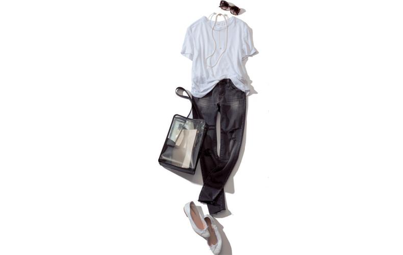 【2】白Tシャツ×フラット靴×デニムグレーパンツ