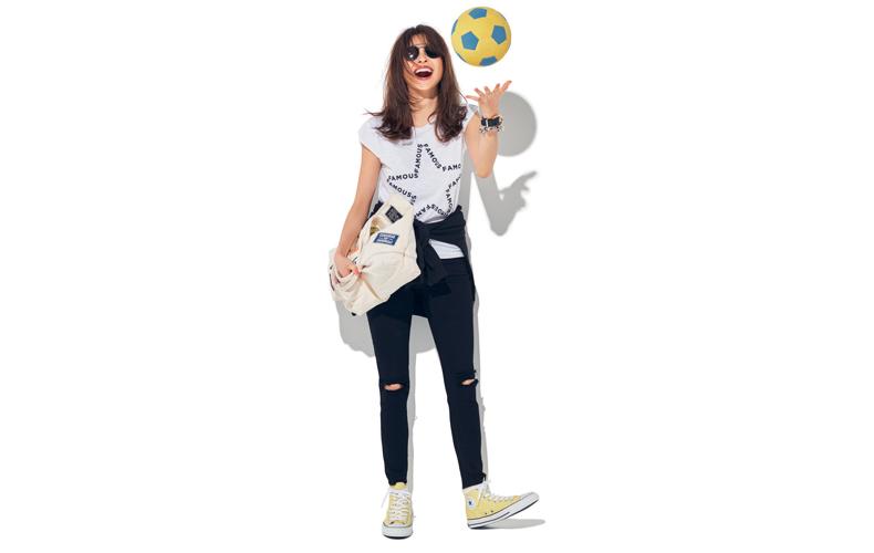 【6】白Tシャツ×黒デニムパンツ×ハイカットスニーカー