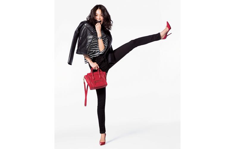 【4】黒スキニーパンツ×赤ヒール靴