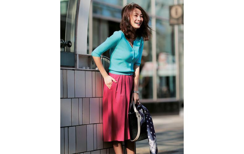 【10】ブルーのカーディガン×ピンクのスカート