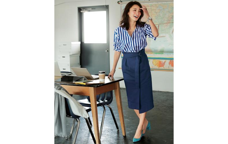 【8】ネイビータイトスカート×太ストライプシャツ