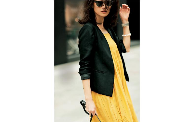 【3】黄色ワンピース×黒ジャケット