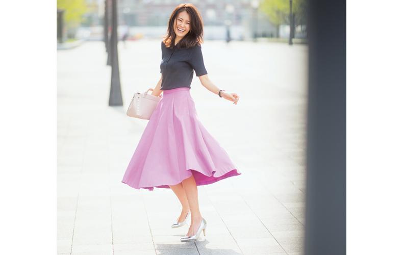 【10】ユニクロのポロシャツ×ピンクのフレアスカート