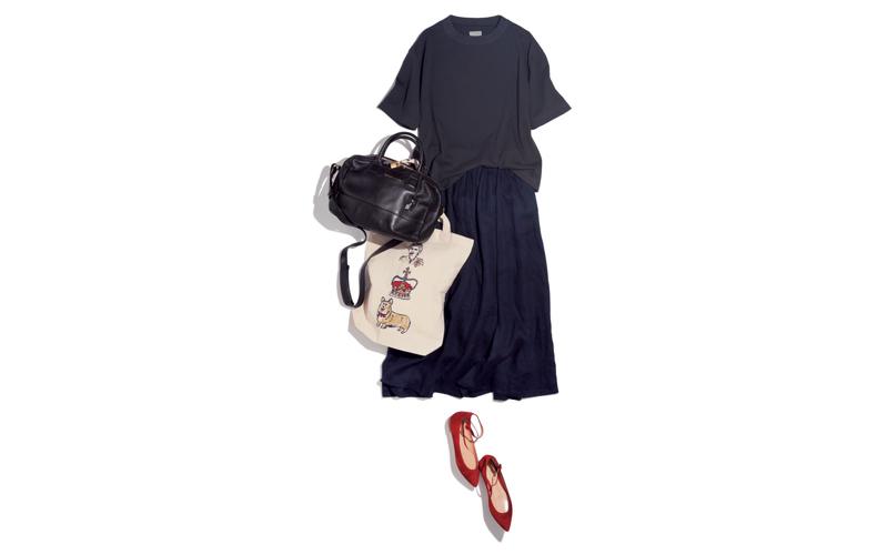【7】黒カットソー×ネイビースカート×赤フラット靴