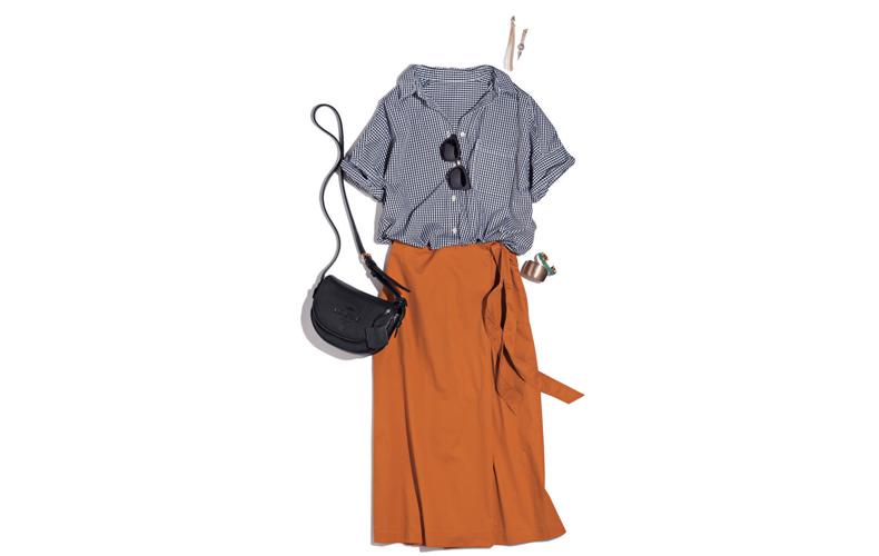 【2】ギンガムチェックシャツ×ユニクロのキャメルパンツ