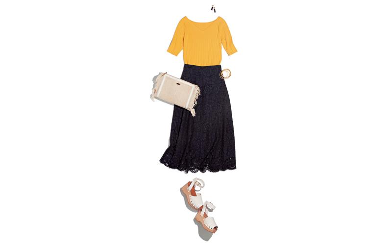 【10】黄色ニット×黒レースロングスカート×白サンダル