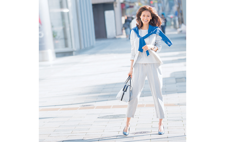 【6】白ジャケット×白パンツ×白ブラウス
