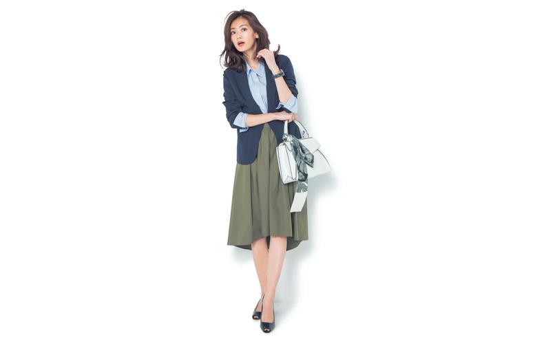 【5】カーキスカート×紺ジャケット×水色シャツ