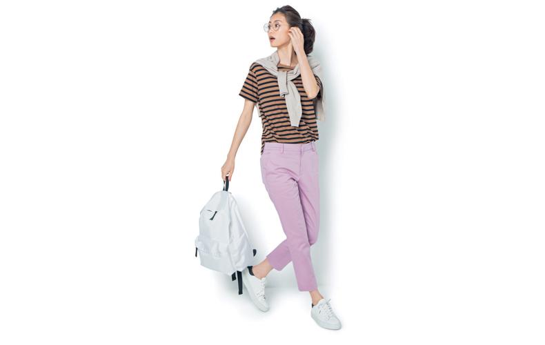 【4】ボーダーTシャツ×ピンクパンツ×スニーカー×白リュック