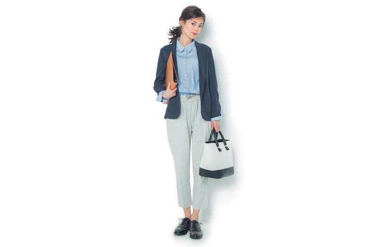 【2】ネイビージャケット×ストライプシャツ×グレーパンツ×カジュアルな革靴