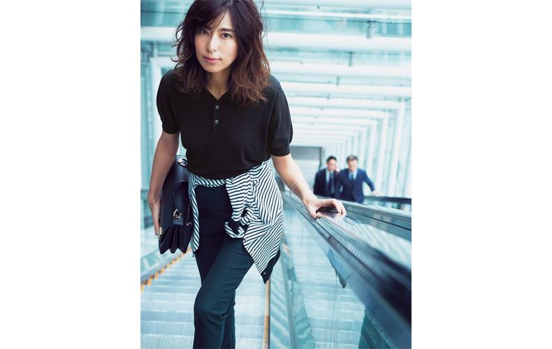 【2】黒パンツ×カーディガン×半袖黒ポロシャツ
