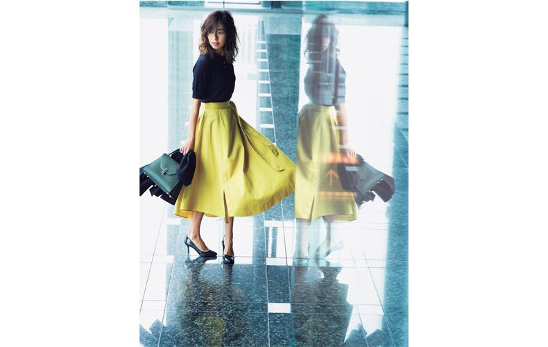 【3】ネイビーポロシャツ×黄色スカート