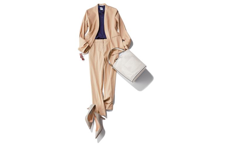 【3】ネイビーポロシャツ×ベージュストレートパンツスーツ