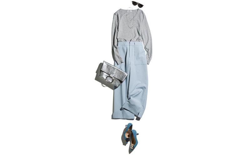 【2】ペールブルーのワイドパンツ×グレーのVネックニット