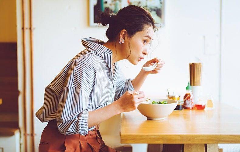 【2】茶パンツ×ユニクロのストライプシャツ