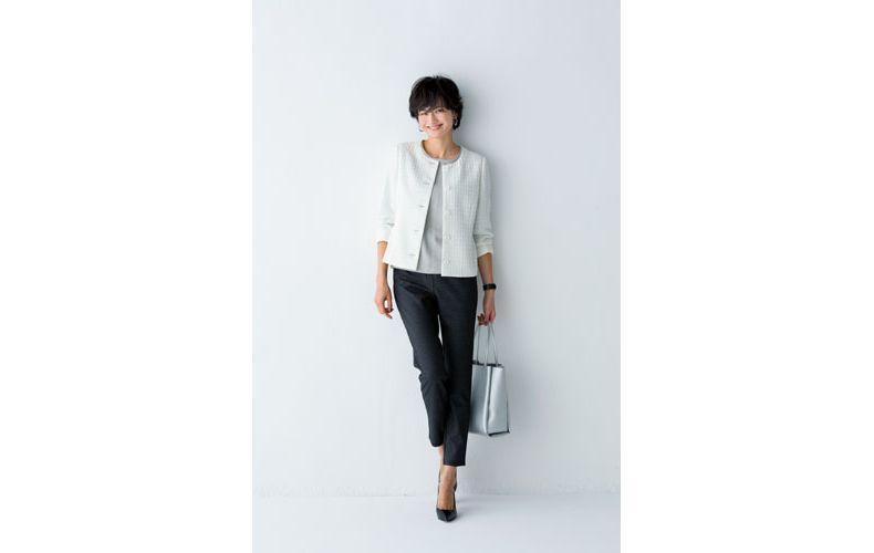 【2】白ニット×白ノーカラージャケット