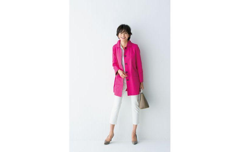 【1】ピンクコート×白ブラウス×白パンツ