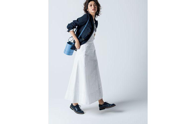 【5】ネイビージャケット×白ニット×白ロングスカート