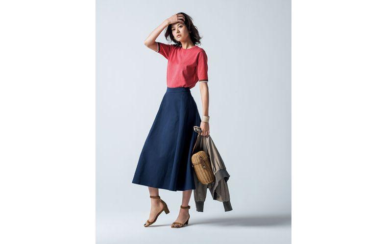 【4】赤ニット×ブルゾン×青ロングスカート