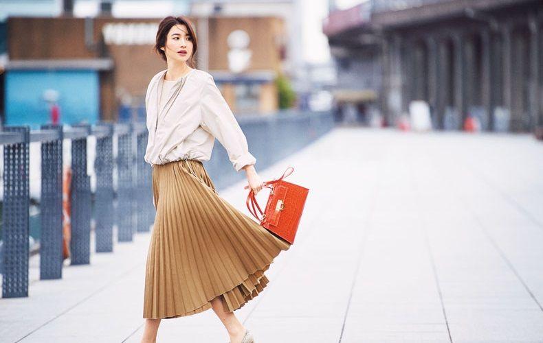 【5】ベージュブルゾン×ニット×ブラウンのプリーツスカート